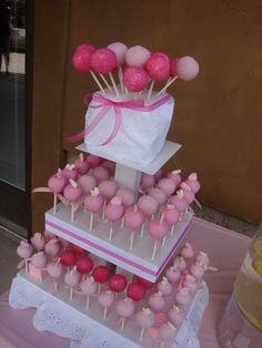 Baby shower cake pops!