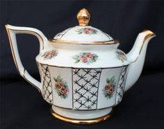 Vintage ARTHUR WOOD Bone China Gold Trim 7 h Teapot  #5606:)