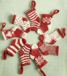 Knitted Mini Christmas Stockings | How cute are these mini knit ornaments? Make them for your Christmas tree this year.