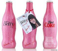 """Top 39 des bouteilles et canettes de Coca-Cola au design original  ou rétroCoca Cola édition """"Ugly Betty"""""""