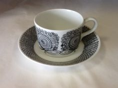 Arabia Finland Calypso Esteri Tomula mocha cups Vintage Designs, Retro Vintage, Coffee Cups, Tea Cups, Desiderata, Fika, Marimekko, China Dinnerware, Tea Cup Saucer