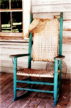 Love This Old Rocking Chair Yup I Cant Wait To Sit A Spell On