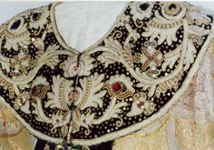 Оплечье саккоса.17 в.Происходит из Софийского собора в Новгороде.