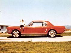 Vintage Mustang in red!