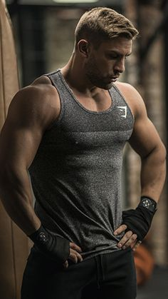 Ryan Terry hit the gym in the Phantom Seamless Tank. Improved fit, form and function.