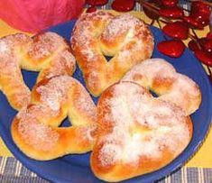 Przepis na Walentynkowe serduszka drozdzowe - MniamMniam.com Bagel, Bread, Food, Brot, Essen, Baking, Meals, Breads, Buns