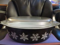 PYREX Black Snowflake 045 Casserole with LId 2 1/5 Q USA
