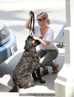 Jennie Garth  out shopping for home furnishings with her dog http://icelebz.com/events/jennie_garth_out_shopping_for_home_furnishings_with_her_dog/photo3.html