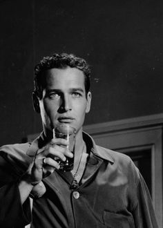Old Hollywood Cinema — Paul Newman photographed on the set of Cat on a. Old Hollywood, Hollywood Cinema, Hollywood Actor, Golden Age Of Hollywood, Hollywood Stars, Classic Hollywood, Paul Newman Joanne Woodward, Faye Dunaway, Actrices Hollywood