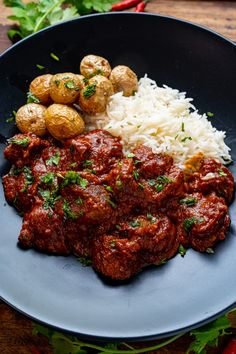 A tasty homemade madras lamb curry with a blend of warm spices! Lamb Madras, Madras Curry, Lamb Recipes, Indian Food Recipes, Ethnic Recipes, Curry Recipes, Korma, Biryani, Ghee Butter