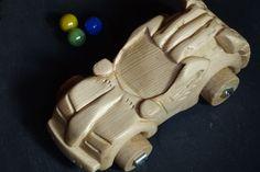 Voiture super-héros ♻️ Jouet en bois sculpté 🌲 CT Ok jusqu'en 2068 😁 #jeuxenbois #bois #sculpture #enfant #imaginaire #jouets #superheros #voiture #bricolage #creation #faitmain #recup #recyclage #recycler #travaildubois #recyclezbois