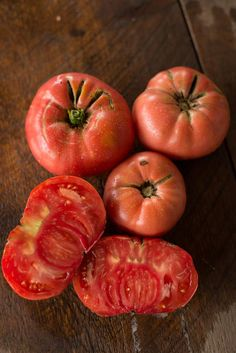 Heirloom Indeterminate Our favorite tomato for 2016 growing season. This one was suggested by a customer who said it was one of the best tasting tomatoes out there and after tasting over 20 varieties Types Of Tomatoes, Plum Tomatoes, Heirloom Tomatoes, Growing Tomatoes, Best Tasting Tomatoes, Tomato Garden, Fruit Garden, Compost Tea, Beef Steak