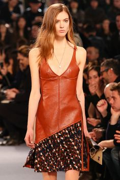 Louis Vuitton Fall 2014 RTW - Details - Fashion Week - Runway, Fashion Shows and Collections - Vogue Daily Fashion, Fashion Show, Runway Fashion, Street Style 2014, Fashion Details, Fashion Design, Fashion Capsule, Black White Fashion, Vintage Louis Vuitton