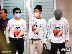"""stopppp jimin hoseok and taehyung were wearing matching outfits at the airport! Park Ji Min, K Pop, Bts Jimin, Jhope, Beatles, Taehyung, Fandom, Jung Hoseok, Seokjin"