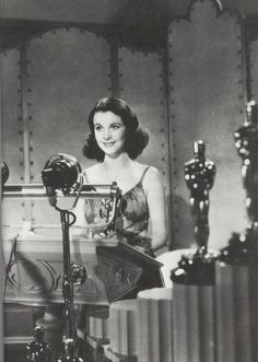 Vivien accepting her Academy Award for Best Actress as Scarlett O'Hara in Gone With The Wind in 1940.