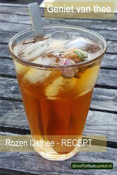 Heerlijke ijsthee Canton Jasmijn IJsthee en Rozensiroop. Als garnering hebben we enkele rozenknoppen (Canton Rosebud Tea) gebruikt.
