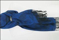 Kobaltblauwe pashmina sjaal geweven met zwarte floral