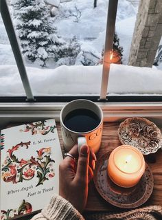 New post on afairyheart - Douceur & Hygge - Comfy & Hygge way of life - Book And Coffee, Coffee Time, Coffee Cup, Christmas Mood, Noel Christmas, Hygge Christmas, Winter Wonderland, Christmas Wonderland, Fall Inspiration