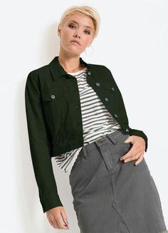 Jaqueta de sarja verde sem elastano, bolsos funcionais e comprimento cropped disponível do P ao XXG. Encontre no #aplicativo #Posthaus usando o código: 3247440 #JeansdoPPaoPlusSize #jaquetaverdemilitar #doPaoXXG #plussize Plus Size, Jeans, Products, Cuffs, Jacket, Neckline, Tejido, Ladies Fashion, Feminine