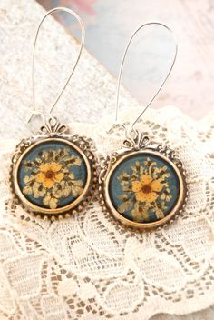 French daisy pressed flowervintage style di tiedupmemories su Etsy, $18,00