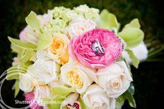 shutterlove modern photography  www.shutterlovestudio.com  #bouquet #weddingrings