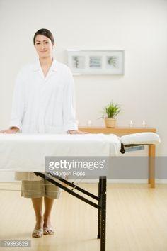 ストックフォト : Hispanic female massage therapist next to massage table