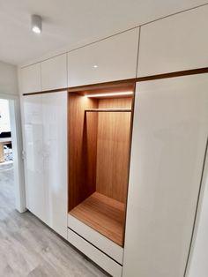 Tiny Living Rooms, Home Living Room, Modern Interior, Home Interior Design, Home Entrance Decor, Home Decor, Wardrobe Door Designs, Flur Design, Small Hallways