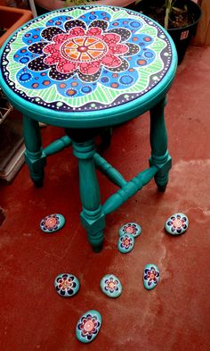 pixels Totally loving this types of tables. I have seen this work in Port townsend Look at the rocks Funky Painted Furniture, Refurbished Furniture, Recycled Furniture, Paint Furniture, Furniture Projects, Furniture Makeover, Painted Stools, Cool Chairs, Port Townsend