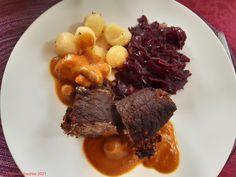 Rinderroulade, mit Apfelrotkohl und Salzkartoffeln, wie bei Oma. . #essen #essenmachtglücklich #food #foodblogger #foodbloggerdeutschland #foodlover #foodpic #hausmannskost #instafood #instafoodie #kochen #kochenleichtgemacht #lecker #leckerschmecker #mittagsessen #rezepte #rezeptidee #selbstgekocht #Rinderroulade, #Apfelrotkohl #Salzkartoffeln, Foodblogger, Pot Roast, Beef, Ethnic Recipes, Meal, Food Food, Cooking, Carne Asada