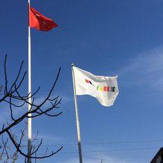 Bugünlük mesaimizin sonlarına gelirken size bizim için en değerli 2 bayrak eşliğinde keyifli akşamüstüler diliyoruz. Bayrak gibi #bayrakritueli ve gurur duyarak baktığımız Türkiye Cumhuriyeti'nin ay-yıldızıwww.modafabrik.com #modafabrik #türkiye #türk #turks #turkey #bursa #reisoğlu #bayrakritueli #reisoglu #osb #btso #nilüfer #proudtobeturkish #turkish