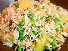 Riso basmati all'orientale Un piatto saporito della cucina asiatica che può essere gustato appena fatto o anche preparato la sera prima per portarlo al lavoro, questo riso è molto proteico grazie alla presenza della soia, ma anche ricco di ferro grazie alle alghe, un vero toccasana per chi vuole restare leggero ma mangiare qualcosa di delizioso allo stesso tempo! Ingredienti (per 4 persone): 320 gr riso basmati 120 gr germogli di soia 3 fogli alga nori 4 cucchiai semi di zucca 4 cucchiai…