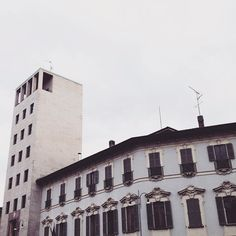 #vsco #milan #milano #architecture #lines #white #littoria #urban #streetphotography #street #streetview #volgoitalia #volgomilano #tower #historic #ventennio #milanogram2016 #milanodavedere #milansightseeing #lights by lucaliciousss