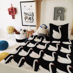 Eco Swan Blanket, Black - Spearmint LOVE