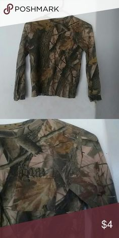 Long sleeve boys camo t shirt Long sleeve camo print t shirt Front pocket Light weight Pre-owned with slight wear, including loose strings around the sleeves and collar BUNDLE KIDS CLOTHES IN MY CLOSET SO I CAN GIVE YOU A GREAT DEAL! oufitters bidge Shirts & Tops Tees - Long Sleeve