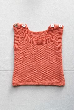 Baby vest (free pattern) #Katrinelund ✿⊱╮Teresa Restegui http://www.pinterest.com/teretegui/✿⊱╮
