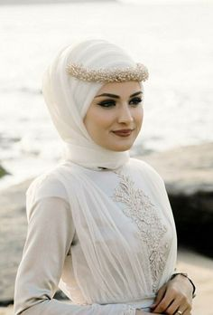 Check more at yours-king-bazaar Tesettür Nişanlık Modelleri 2020 Muslimah Wedding Dress, Muslim Wedding Dresses, Muslim Brides, Princess Wedding Dresses, Colored Wedding Dresses, Dream Wedding Dresses, Boho Wedding Dress Backless, Bridal Hijab, Beautiful Hijab