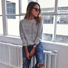 Wearing my 'MÁS' sweatshirt because it finally feels like fall today! / Available: www.shopsincerelyjules.com @shop_sincerelyjules