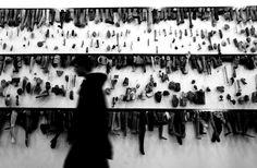 """Em um constante diálogo entre artistas portugueses e cearenses, as mostras coletivas """"Histórias de Ver"""" e """"Contra o esquecimento"""" são exibidas no Centro Dragão do Mar de Arte e Cultura, até o dia 30 de janeiro de 2014. A visitação acontece de terça a quinta-feira, das 9h às 19h, e de sexta-feira a domingo, das 10h às 20h. A entrada é Catraca Livre."""