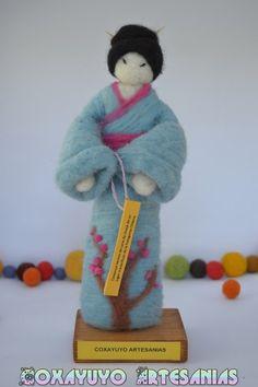 Needle felted Japanese Kokeshi Doll Japanese ♡ by CoxayuyoArtesanias