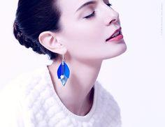 Ni une ni deux est une histoire d'amitié, de cuir et de pierres fines facettées. Bijoux fait à la main à Paris.