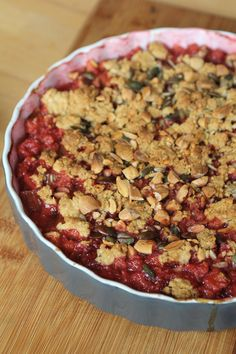 Crumble met noten en rood fruit