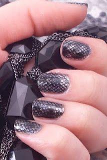 snake skin print manicure