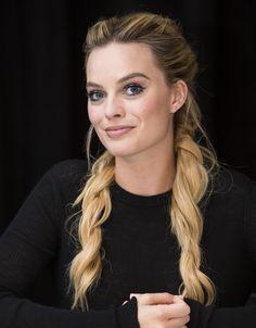 Margot Robbie curly pigtail braids