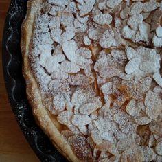 Da wir zur Zeit viele Äpfel von Freunden bekommen, kommt fast täglich ein Apfelkuchen auf den Tisch - natürlich in den unterschiedlichsten Variationen. Das Rezept, dass ich euch jetzt zeige, ist ei...