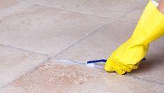Come pulire le fughe del pavimento: ecco alcuni utili consigli per chi vuole sbiancare gli interstizi di piastrelle e mattonelle con metodi naturali