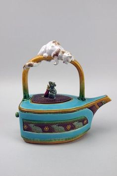 Minton majolica teapot!  So cute, but it reminds me of an iron, which reminds me of housework, which makes me want to find something else to do.. which leads me to tea and books.. and not ironing..