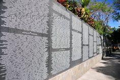Monumento a la Memoria y la Verdad en el Parque Cuscatlan, en memoria de las victimas de la Guerra Civil Salvadorena. - El Salvador