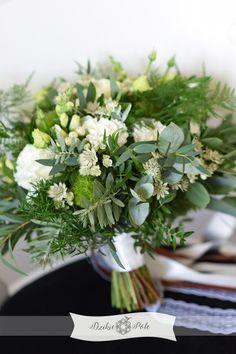 rustykalny bukiet ślubny z zieleni liści białe kwiaty rustic wedding bouquet greenery Herbs, Table Decorations, Home Decor, Decoration Home, Room Decor, Herb, Home Interior Design, Dinner Table Decorations, Home Decoration