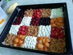 Kúzelný kysnutý mrežovník od Janky: Ten koláčik je ako z časopisu, netreba ho ani jesť - len dajte na stôl a očarí každého! Czech Recipes, Tart, Cereal, Food And Drink, Sweets, Fruit, Breakfast, Basket, Food