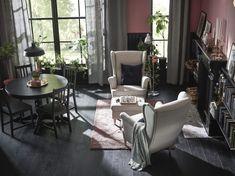 Desconectar, relajarte o leer son algunas de las cosas que puedes hacer en tu sillón STRANDMON . (€179). Ikea Inspiration, Bedroom Color Schemes, Bedroom Colors, Ikea Strandmon, Used Chairs, Ikea Chair, Wing Chair, Light Texture, Outdoor Furniture Sets